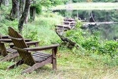 Puści plenerowi Adirondack krzesła Zdjęcie Stock