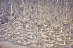 Puści szkła dla wina lub szampana są na stole, boczny widok zdjęcie stock