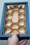 puści złoci pudełka czekolada kształtów tło obraz royalty free