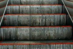 Puści automatyczni eskalatoru lub windy kroki zdjęcie stock