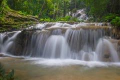 Pu Kanga siklawa w lesie, Chiang Raja prowincja, Tajlandia zdjęcia stock