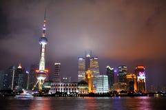 pu shanghai för natt för porslindong lighting royaltyfri bild