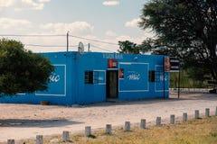 Pub africano tradicional pintado al color azul, Namibia foto de archivo libre de regalías