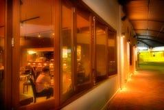 Pub australiano en la noche Imagenes de archivo