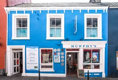 Pub Colourful in Dingle immagine stock libera da diritti