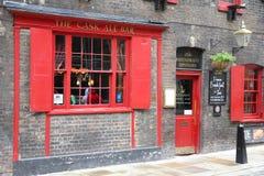 Pub de Londres Imágenes de archivo libres de regalías