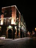 Pub em a noite fotografia de stock