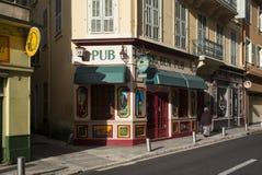 Pub en la calle en Niza, Francia Foto de archivo libre de regalías