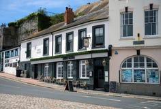 Pub en Plymouth, la barbacana, Devon, Reino Unido de almirante Macbride, el 23 de mayo de 2018 imagenes de archivo
