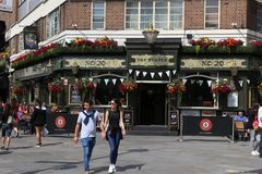 Pub i London royaltyfria foton