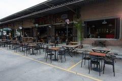 Pub i restauracja przy pociągu rynkiem, srinakarin droga, Bangkok, Th Obraz Stock