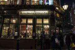 Pub inglés típico en Londres, Inglaterra, Reino Unido Fotos de archivo libres de regalías