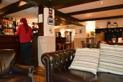 Pub inglese tradizionale e Antivari Immagine Stock