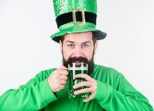 Pub irlandese Giorno dei patricks del san della parte integrante del consumo dell'alcool Cultura irlandese Pinta divertente della fotografie stock libere da diritti