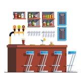 Pub z kontuarem, stolec, napojami i szklanymi butelkami, Zdjęcie Royalty Free