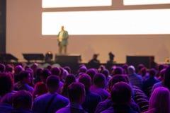 Pubblico alla sala per conferenze Immagine Stock