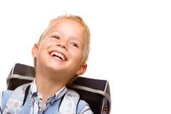 Pubil de sorriso feliz (menino) com satchel Fotografia de Stock