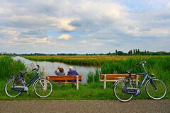 PUBLIC DOMAIN DEDICATION - Pixabay - digionbew 9. 19-06-16 Couple on bench at waterway LOW RES DSC01188 Stock Image