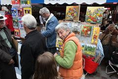 Public painter and buyer on Montmartre Stock Photos