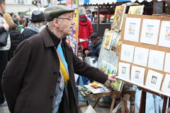 Public painter and buyer on Montmartre Royalty Free Stock Photography