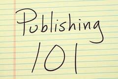 Publicación de 101 en un cojín legal amarillo fotografía de archivo