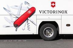 Publicidad de Victorinox en un autobús Imágenes de archivo libres de regalías
