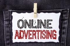 Publicidad online del texto de la escritura de la palabra El concepto del negocio para el sitio web hace campaña los anuncios SEO fotografía de archivo libre de regalías