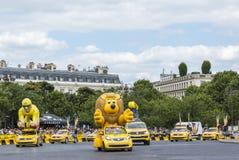 Publiciteitscaravan in Parijs - Ronde van Frankrijk 2016 Royalty-vrije Stock Afbeeldingen