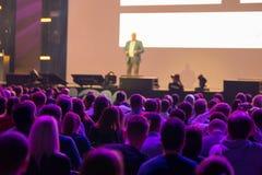 Publiek bij conferentiezaal Stock Foto's