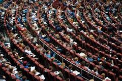 Publiek bij conferentiezaal Stock Foto