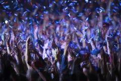 Publiek bij een muziekfestival Stock Foto