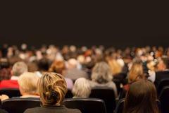 Publiek bij het theater Stock Afbeelding