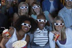Publiek die op 3-D Film letten stock foto's