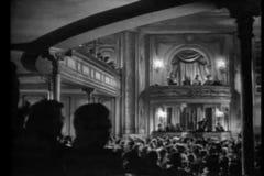 Publiek in theater het toejuichen stock video