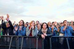 Publikum, das ein Konzert an Ton-Festival 2014 Heinekens Primavera aufpasst Stockfoto