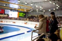 Publikum an der Zeremonie des Beleuchtens der Kopie der olympischen Flamme Lizenzfreie Stockfotos