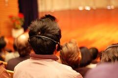 Publikum, die eine Darstellung bedienen Stockbild
