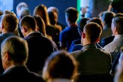 Publikum am Konferenzsaal Stockfotos