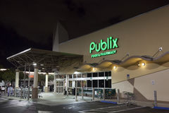 Publix Grocery Store in Miami, USA. Miami, FL, USA - March 12, 2017: Publix food and pharmacy grocery store illuminated at night. Miami, Florida, United States stock photos