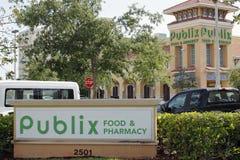 Publix-Lebensmittel u. Apotheken-Zeichen und Supermarkt Stockbild