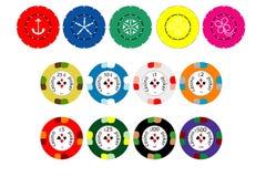 Puces d'argent comptant et de couleur de casino Photographie stock libre de droits