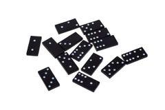 Puces de domino avec différents nombres dispersés sur un fond blanc isolat image stock