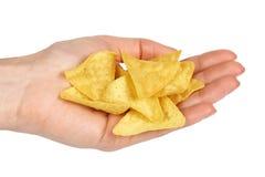 Puces de maïs, nachos de triangle à disposition D'isolement sur le fond blanc Casse-croûte d'aliments de préparation rapide, tort photo libre de droits