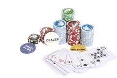Puces de marchand de tisonnier, jouant la carte et la pile de jetons de poker Photographie stock