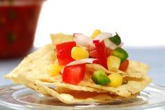 Puces de tortilla avec le Salsa photo stock