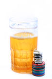 Puces en verre et de casino de bière Photo libre de droits