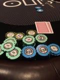 Puces et cartes de casino Images libres de droits