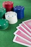 Puces et cartes de jeu Image stock