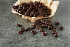Puces et parchemin de chocolat savoureux Photo libre de droits