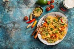 Puces jaunes de nacho de maïs photographie stock libre de droits